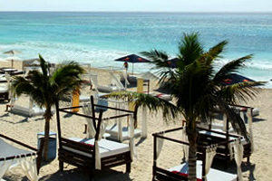 Club de Playa Mamitas