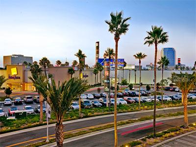 Experience the splendor of SoCal at our hotel in Anaheim, CA