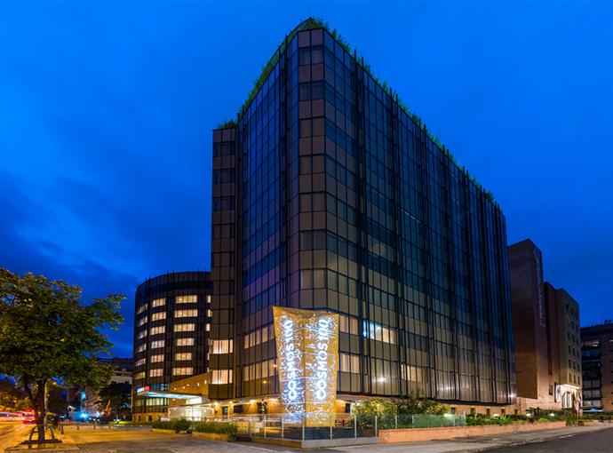 Habitaciones en el cosmos 100 hotel y centro de for Hotel design 100 bogota