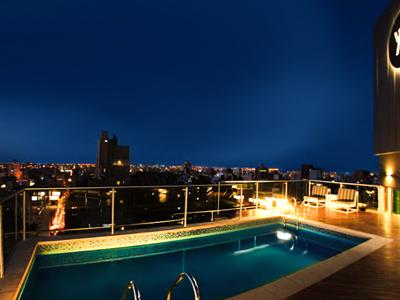 Yrigoyen 111 hotel en c rdoba reserva de hoteles en c rdoba for Hotel con piscina en cordoba
