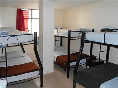 Habitaciones en el hotel conquistadores medell n colombia for Habitacion familiar medellin