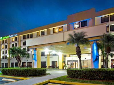 Hialeah Miami Lakes >> Holiday Inn Express Hotel And Suites Miami Hialeah Miami