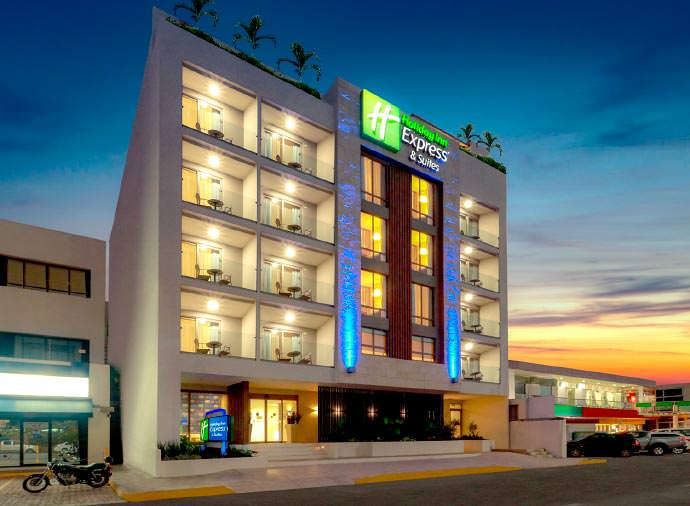 Holiday Inn Express and Suites Playa del Carmen