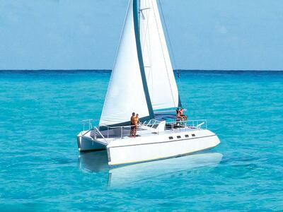 Island Pleasure Catamaran with Lunch and Beach Club